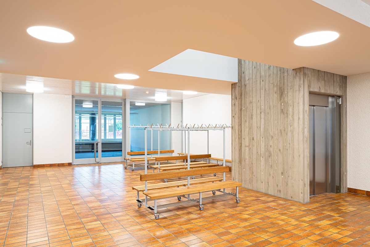 Schulhaus_Hof_3